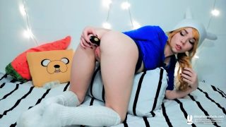 Cosplayer Female Finn from Adventure Time Fucking Her Ass And Pussy With Toys